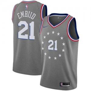 Nike NBA Maillot Basket Embiid Philadelphia 76ers Gris Enfant #21 City Edition