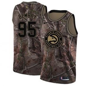 Nike Maillots De Basket DeAndre' Bembry Atlanta Hawks No.95 Homme Camouflage Realtree Collection