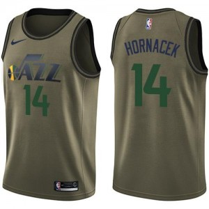 Maillots Jeff Hornacek Jazz Nike Enfant No.14 Salute to Service vert